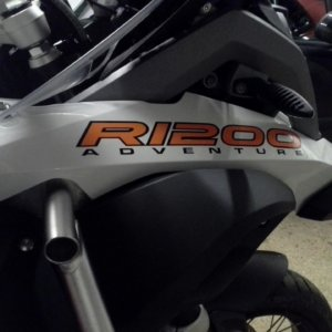 LIQUID COOLED R1200 AVENTURE BEAK STICKER-0